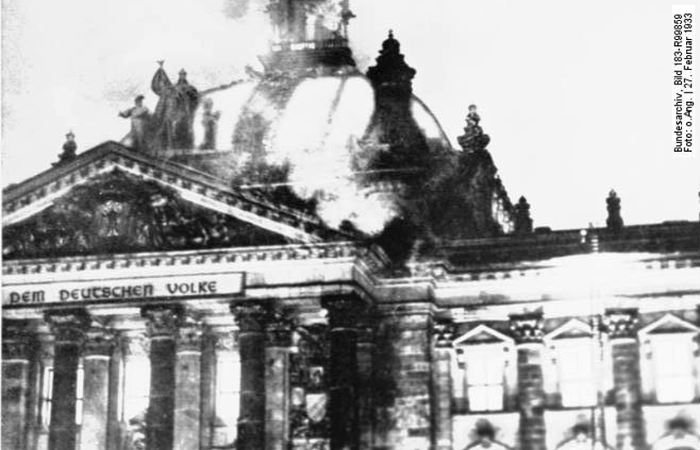 BundesarchivReichstag_incendio