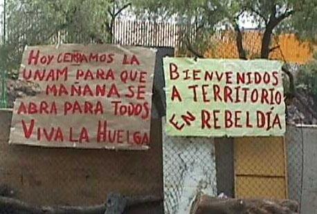 Pinta en una barricada durante la huelga estudiantil de la UNAM 1999-2000