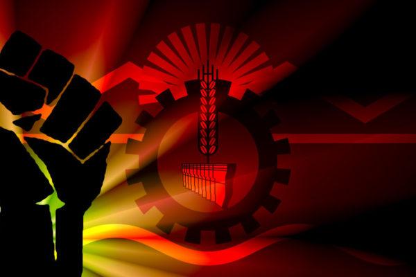 Bandera de Chubut con un puño de lucha sobre la misma, con colores rojos y amarillos.