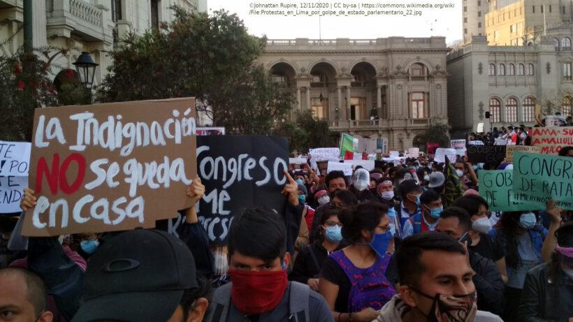 manifestación contra gobierno de Merino. Foto de Johnattan Rupire (en la Wikipedia, CC by-sa).